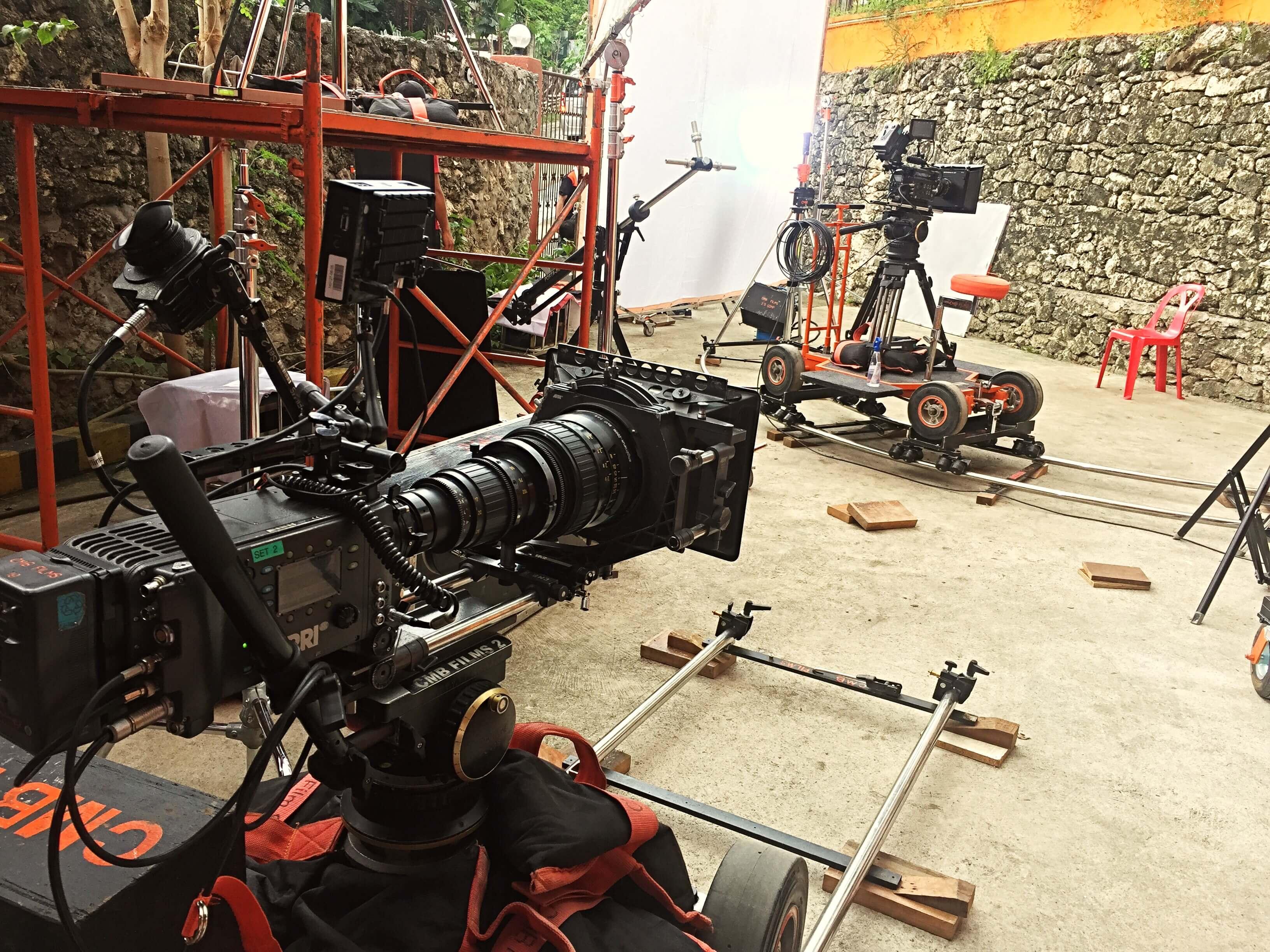 Photo of 撮影時のカメラ選び。民生用や業務用、一眼レフカメラなどあるけれど、どれがベストなの?